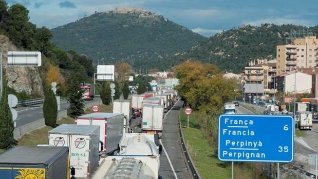 باريس تعامل مدريد بالمثل وتفرض الحجر على كل القادمين من إسبانيا
