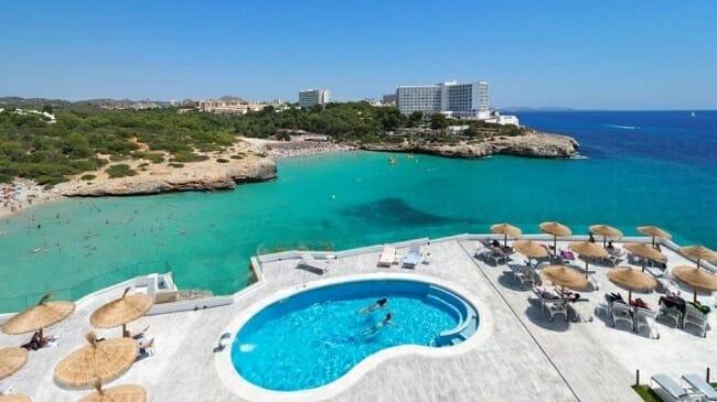 فتح الحدود الأوروبية الجزر وباء كورونا السياحة الدولية إسبانيا