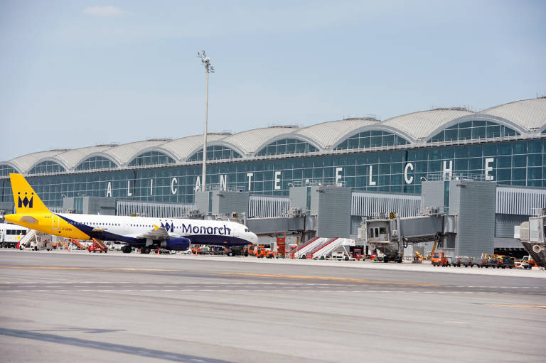 إسبانيا تفتح مطارات جديدة أمام الطيران الدولي