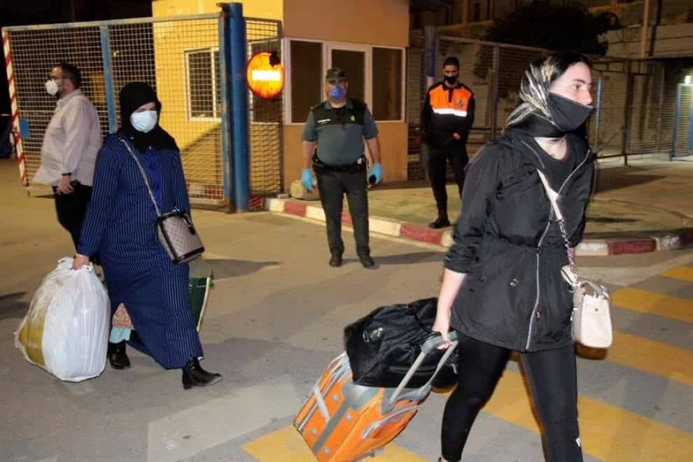 عاملات موسميات مغربيات في الحقول إسبانيا غلق الحدود جائحة كورونا المغرب إسبانيا