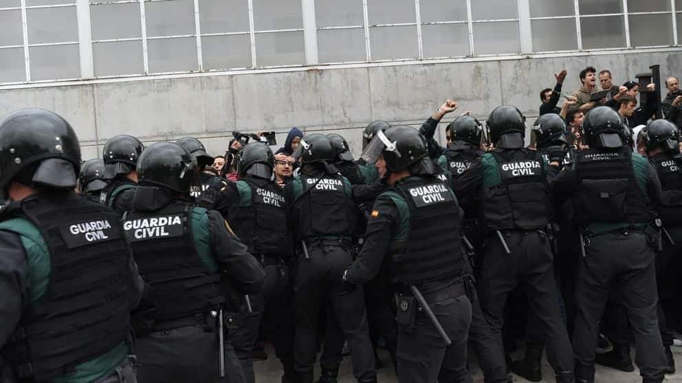 احتجاجات في اسبانيا بسبب حالة الطوارئ