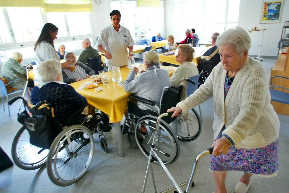 المسنين اسبانيا كورونا