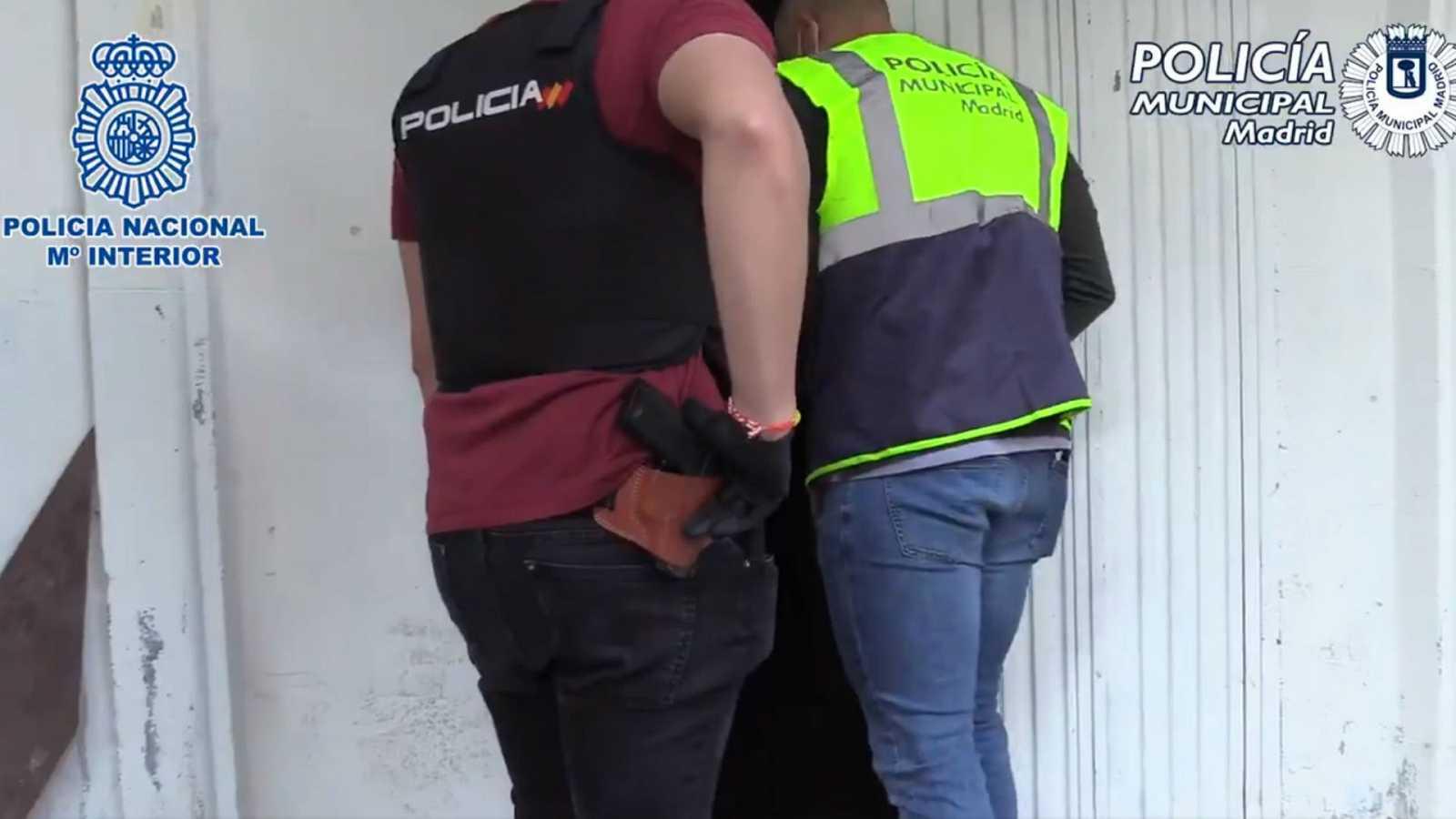 الشرطة الإسبانية مهاجرا 61 ظروف غير إنسانية