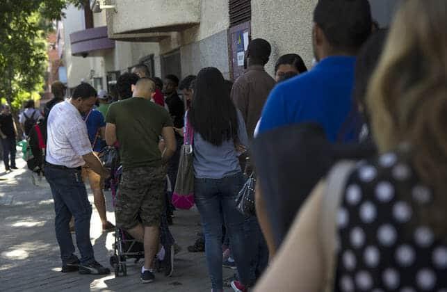 تجديد الوثائق المهاجرين الأجانب مكتب اللجوء مدريد حالة الطوارئ