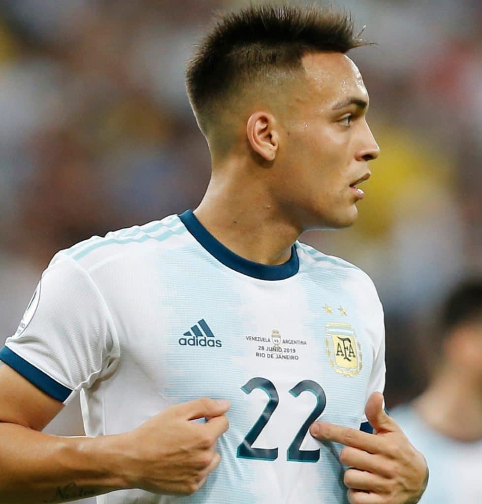 لاوتارو مارتينيز أرجنتيني لاعب كرة القدم برشلونة