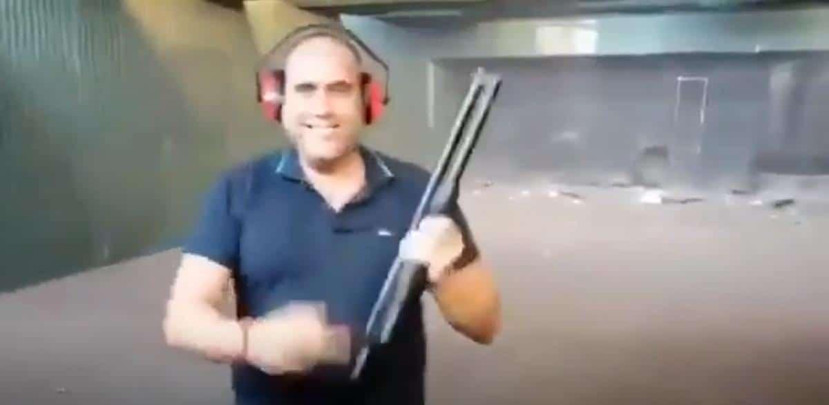 جندي إسباني يطلق النار أعصاء الحكومة