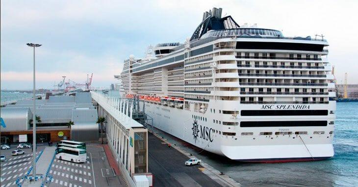 تخفيف القيود السفن رسو سفن المسافرين إسبانيا الميناء موانئ