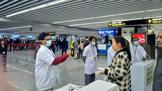 فتح الحدود مراقبة المطارات الموانئ البرية إسبانيا وزارة الصحة المسافرين