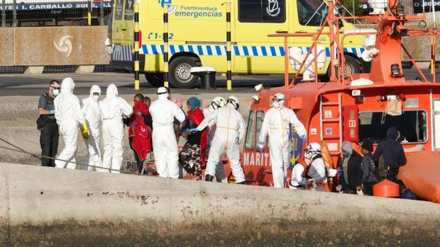 إصابة مهاجرين بفيروس كورونا جزر الكناري