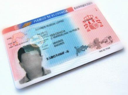 الحصول على وثائق الإقامة في إسبانيا Arraigo Social الهجرة الإسباني