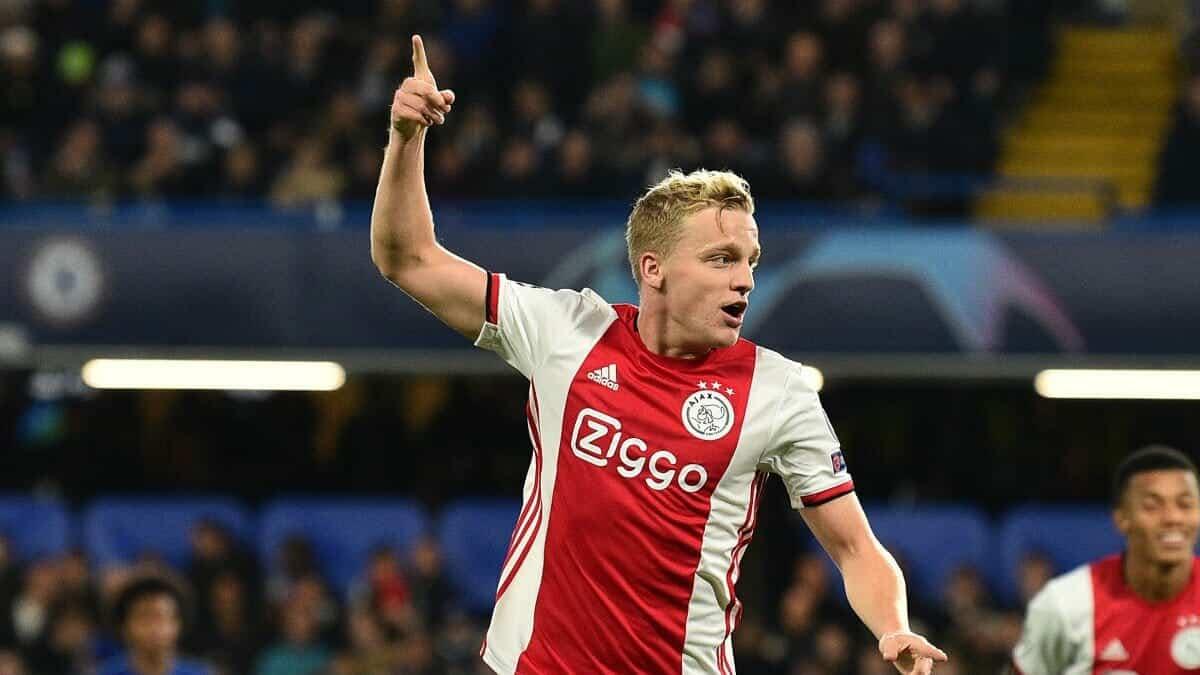 دوني فان دي بيك أمستردام لاعب مانشستر يونايتد