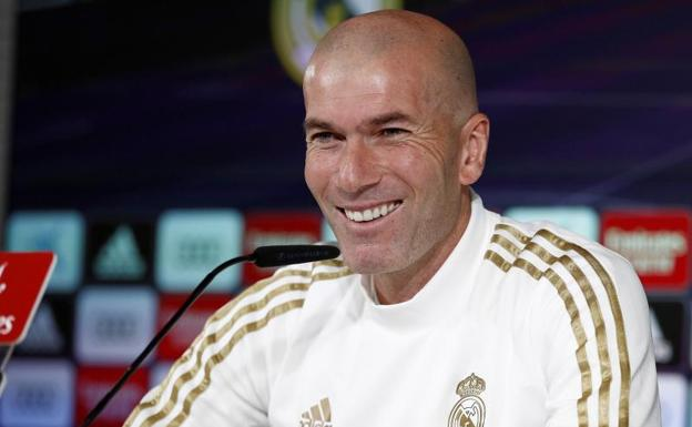 ويد الدين زيدان أسطورة كرة القدم ريال مدريد ألقا مدرت لاعب