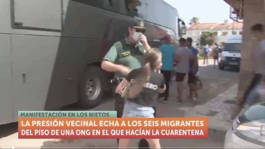 طرد ستة جزائريين الجيران لوس نييتوس