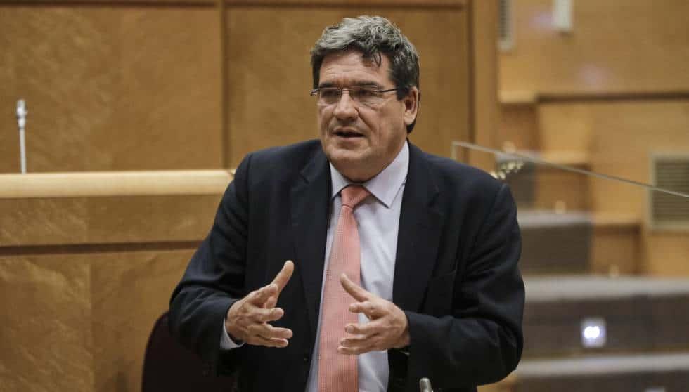 وزير الهجرة الإسباني تسوية المهاجرين