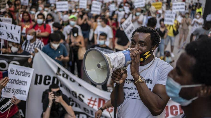تسوية أوضاع المهاجرين في إسبانيا