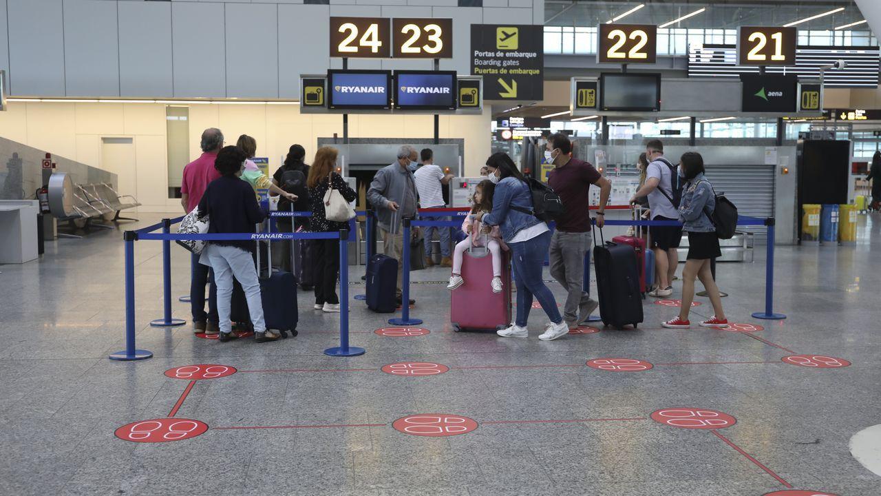 المطارات الموانئ المسافرين إسبانيا