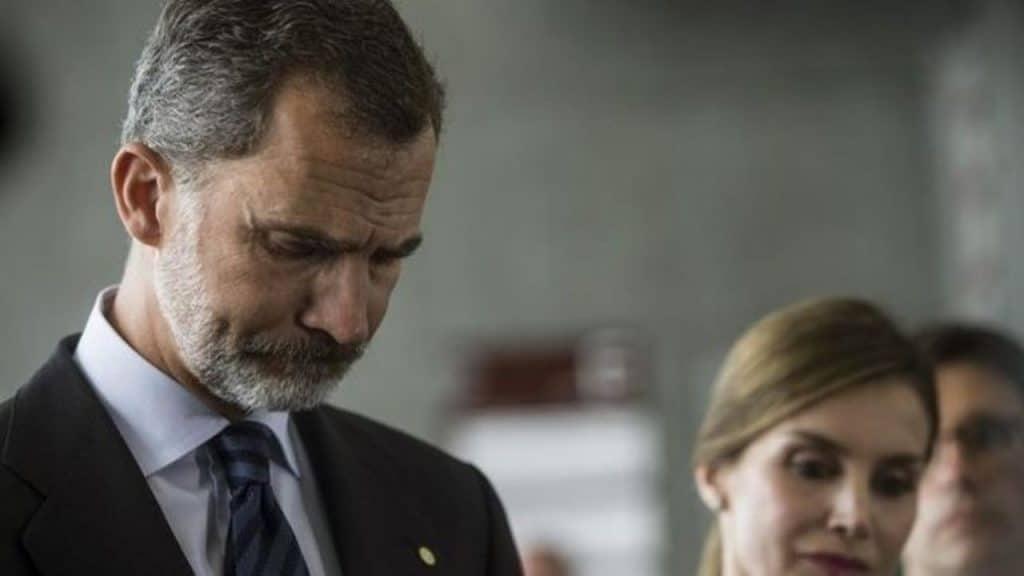 فضائح ملك إسبانيا الحكومة تباعد
