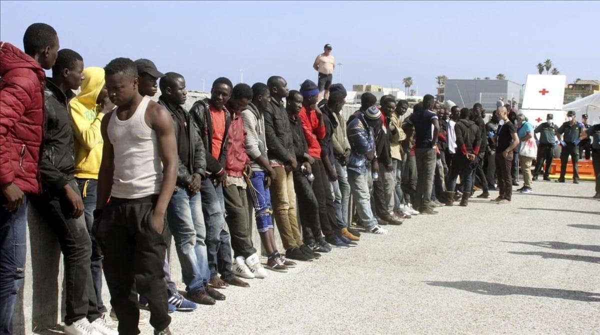 الفاتيكان يطالب إسبانيا تسوية الوضعية القانونية للمهاجرين