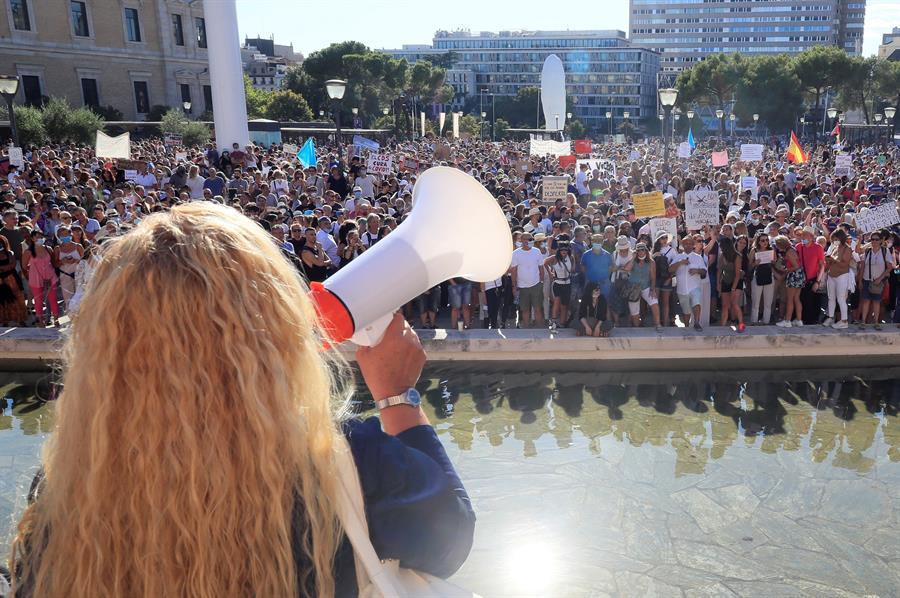 احتجاج لرافضي ارتداء الأقنعة بالعاصمة الإسبانية مدريد