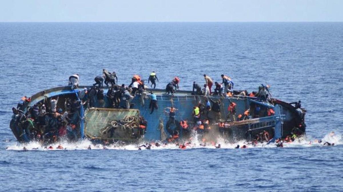 غرق مهاجرين في عرض البحر