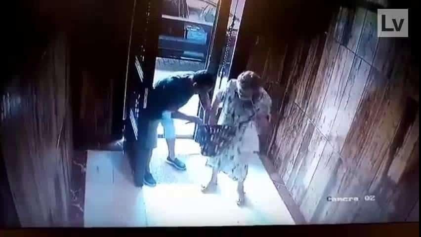 سرقة محفظة نقود عجوز
