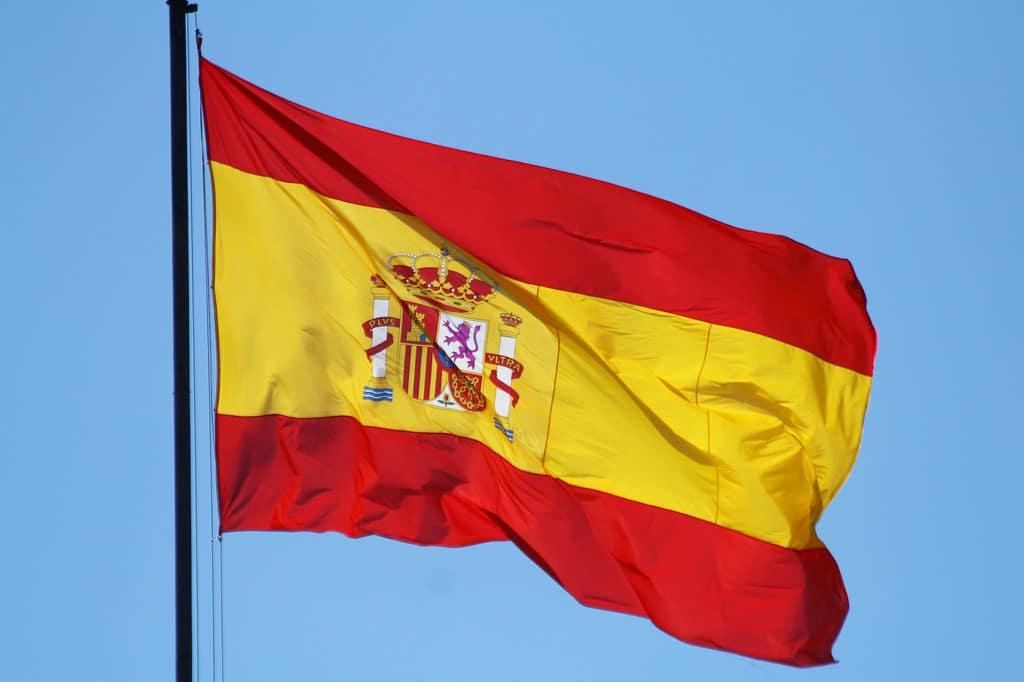 علم إسبانيا الحالي