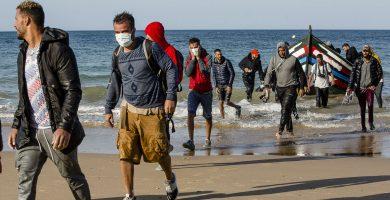 وصول قوارب الهجرة