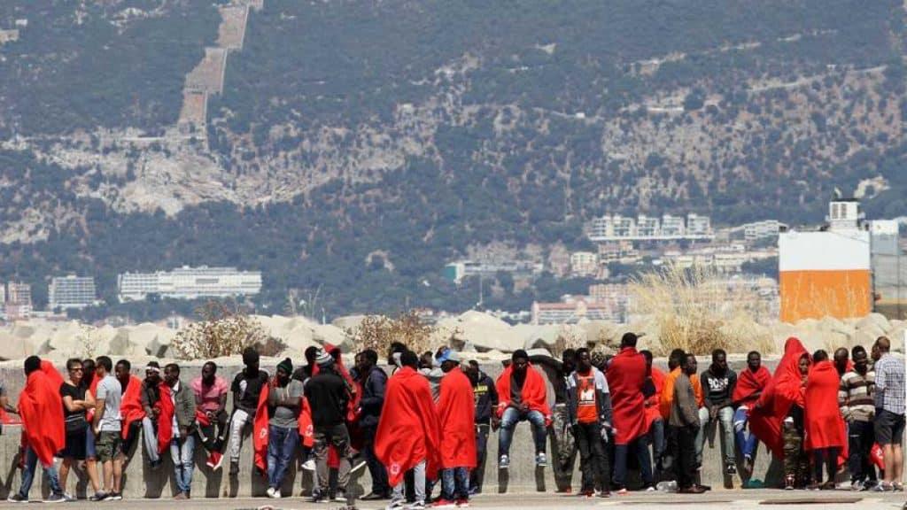 تسوية أوضاع المهاجرين إسبانيا
