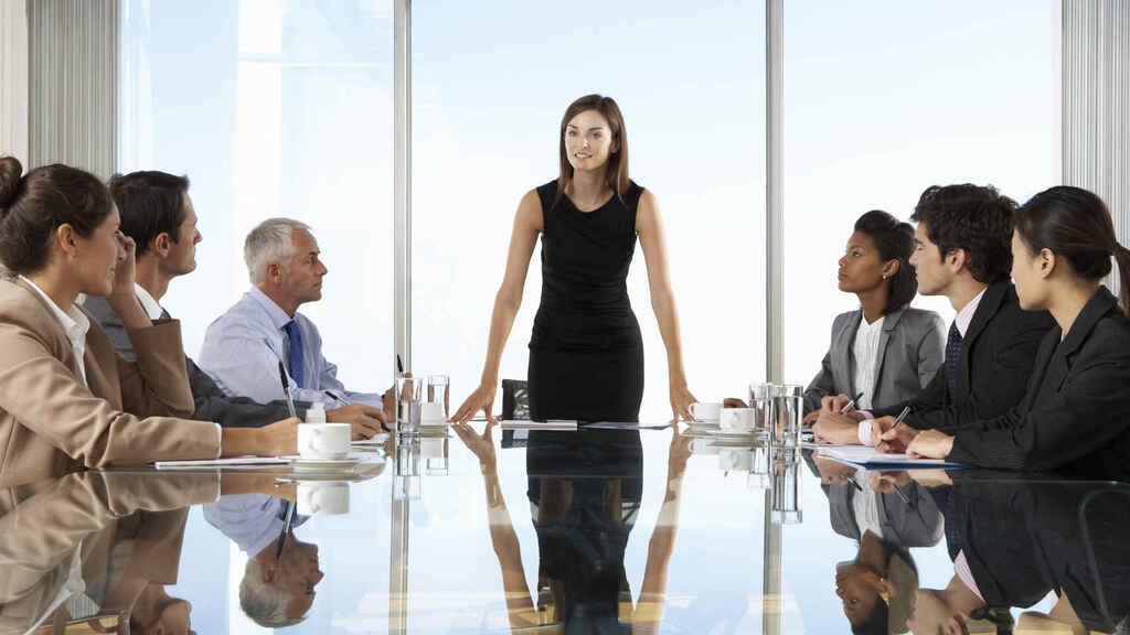 النساء المديرات