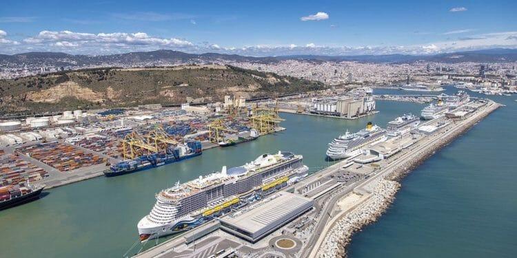 ميناء برشلونة